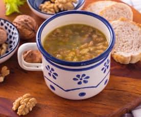 Zuppa di noci e sedano
