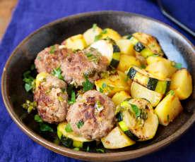Koftas de ternera con guarnición de patatas y calabacín al limón