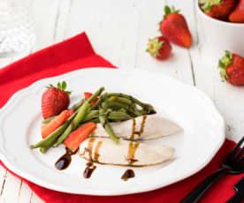 Insalata di pollo, fragole e fagiolini con glassa di balsamico
