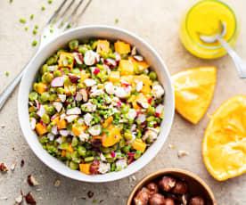 Salade de pois cassés, mimolette, radis, agrume et noisettes