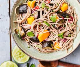 Salade de nouilles, aubergines et mangue