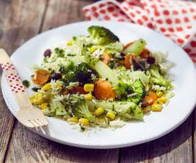Reissalat mit buntem Gemüse