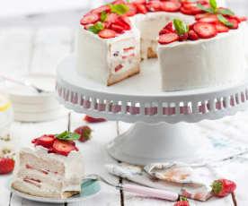 Anielskie ciasto (angel cake) z kremem waniliowym i truskawkami