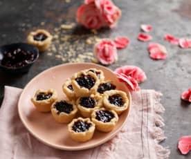 Minitartes de brie com doce de framboesa