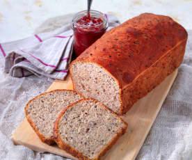 Pane alle ciliegie e semi di lino