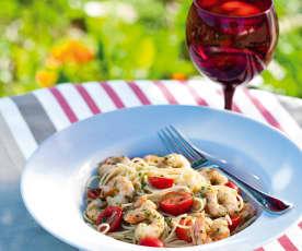 Linguine com camarão e tomate-cereja