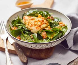 Spinatsalat mit Aprikosendressing und Halloumi