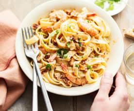 Tagliatelle aux crevettes et aux tomates séchées
