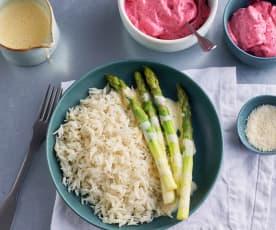 Menú: Espárragos verdes con arroz y sabayón de limón. Espuma de frutos rojos