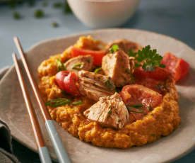 Erdnuss-Paprika-Hähnchen zu Süßkartoffelstampf