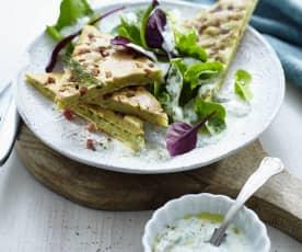 Speck-Pfannkuchen mit Salat