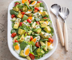 Spinach and rocket salad with cream cheese dressing