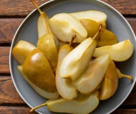 Cozer 200-400 g de pera em quartos
