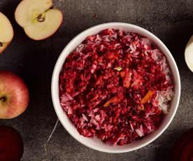 Insalata di riso basmati con frutta e verdura