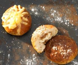 Laugen-Zwiebel-Käse-Brötchen