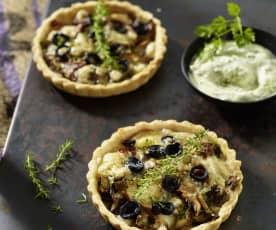 Steinpilz-Tartelettes mit Fontina und Kerbel-Crème-fraîche-Dip