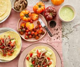 Wraps de vitela com tomate e molho de ervas