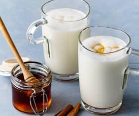 Latte caldo con il miele