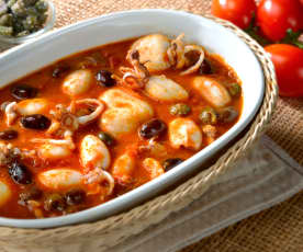 Seppie e calamari in guazzetto di capperi e olive