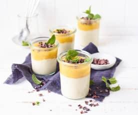 Witte chocoladecreme met mangosaus (vegan)