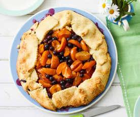 Frei geformte Aprikosen-Blaubeer-Tarte