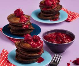 Kakaopancakes mit heißen Himbeeren