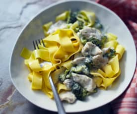 Brokkoli-Gorgonzola-Sauce mit Hähnchen