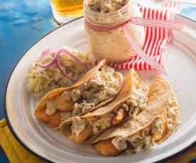 Taquitos de pescado con mayonesa de alcaparras