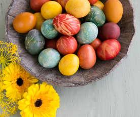 Βάψιμο αυγών με φυσικά χρώματα