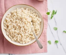 Gotowanie 300 g ryżu brązowego, długoziarnistego