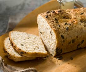 Pan con kéfir, harina integral y semillas