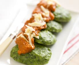 Spinach and ricotta patties with tomato sauce