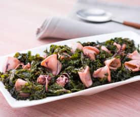 Salteado de chipirones con kale