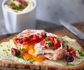 Huevos poché con beicon y piquillos