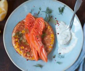 Blinis au sarrasin et au maïs, saumon mariné