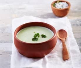 Sopa fría de yogur con cilantro