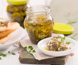 Kremowy serek z jogurtu marynowany w oliwie