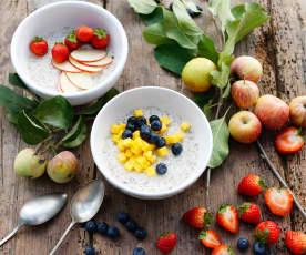Copos de avena con bebida de cáñamo y fruta