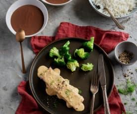 Łosoś z ryżem, brokułami i sosem koperkowym; Budyń czekoladowy