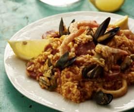 Μεσογειακό ρύζι με θαλασσινά και λουκάνικο chorizo