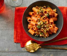Gazpacho-Nudeln mit Ei-Bröseln