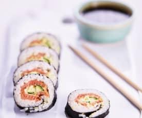 Sushi rápido com molho teriyaki