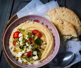 Hummus mit Zucchini-Feta-Topping