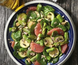 Courgettesalade met asperges en pompelmoes