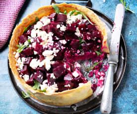 Tarta salada de remolacha, queso feta y rúcula