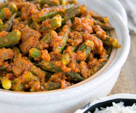 Okra and meat stew (bamia)