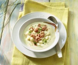 Kartoffel-Blumenkohl-Suppe mit Nordseekrabben