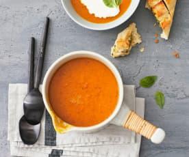 Kürbis-Tomaten-Suppe mit Ginsahne