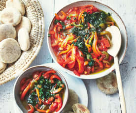 Salade de poivrons marinés et petits pains marocains