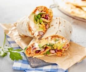 Burrito mit Hack-Bohnen-Füllung und Avocado